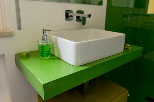 11 interventi di colore per trasformare un bagno monotono - Colori Per Bagni Moderni