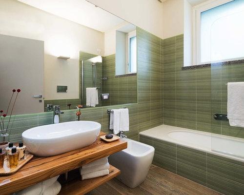 Bagno con nessunanta e piastrelle verdi foto idee arredamento