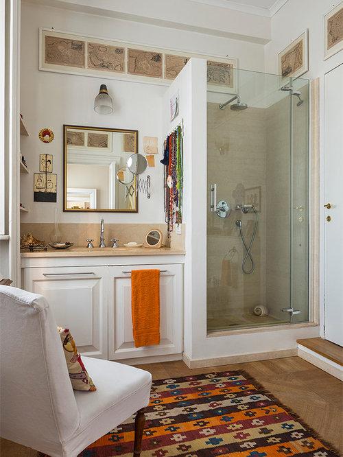 Stanza da bagno con pavimento in legno massello medio - Bagno pavimento legno ...