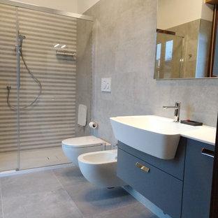ミラノのモダンスタイルのおしゃれな浴室の写真
