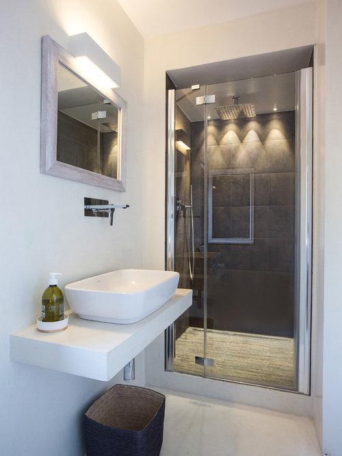 Stanza da bagno con piastrelle nere foto idee arredamento - Piastrelle bagno nere ...