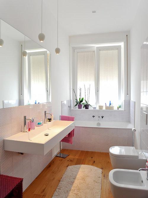 bagno moderno con piastrelle multicolore - foto, idee, arredamento - Esempi Di Bagni Moderni