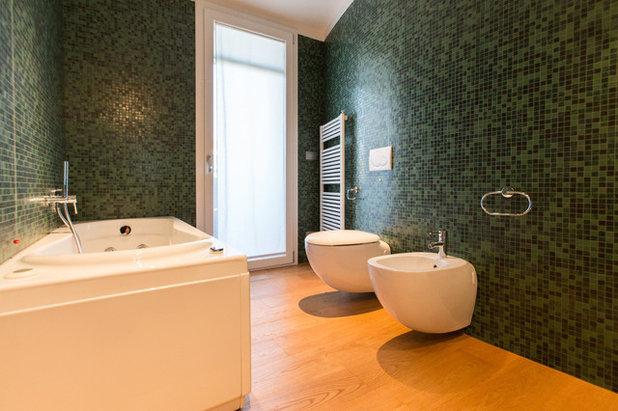 Bagni colorati modi di usare il mosaico in verde e blu