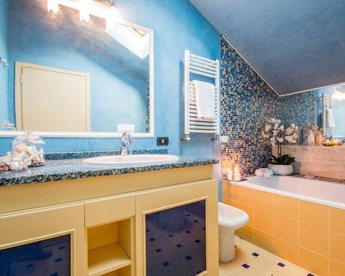 Stanza da bagno con piastrelle a mosaico foto idee arredamento