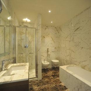 Ispirazione per una stanza da bagno con doccia minimalista di medie dimensioni con nessun'anta, ante in legno bruno, vasca sottopiano, doccia ad angolo, WC sospeso, piastrelle bianche, piastrelle di marmo, pareti bianche, pavimento in marmo, lavabo sottopiano e top in marmo