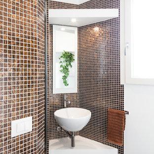 На фото: маленькие ванные комнаты в современном стиле с плиткой мозаикой, настольной раковиной, коричневой плиткой, коричневыми стенами, полом из мозаичной плитки, коричневым полом и белой столешницей