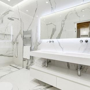 Ispirazione per una stanza da bagno con doccia contemporanea con nessun'anta, ante bianche, doccia alcova, pareti grigie, pavimento in marmo, lavabo integrato, pavimento grigio, porta doccia a battente e top bianco