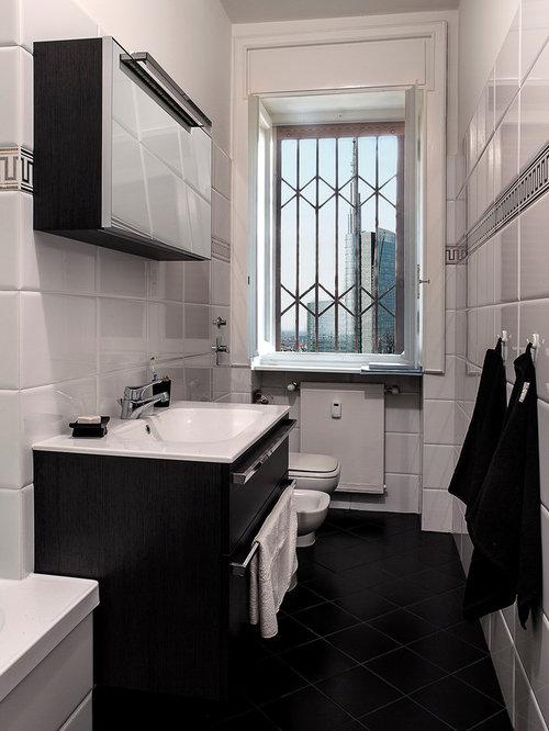 Stanza da bagno con piastrelle bianche foto idee for Piastrelle bagno bianche e nere