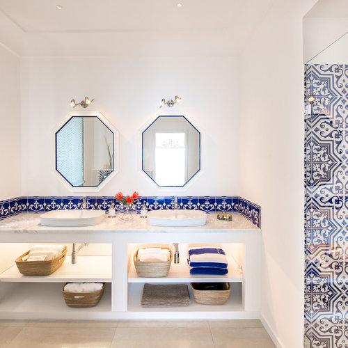 Salle de bain bord de mer avec un carrelage bleu : Photos et ...