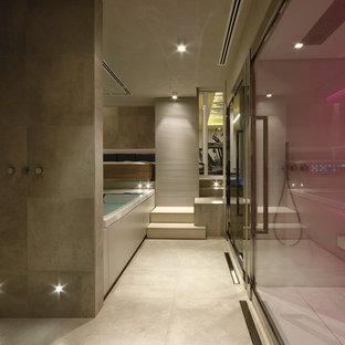 Ispirazione per una grande stanza da bagno contemporanea con doccia ad angolo, piastrelle beige, piastrelle in gres porcellanato e pavimento in gres porcellanato