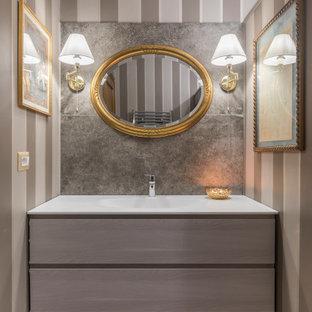 Foto di una stanza da bagno con doccia contemporanea di medie dimensioni con ante lisce, ante in legno scuro, piastrelle grigie, piastrelle in gres porcellanato, pareti grigie, lavabo integrato, pavimento grigio, top grigio, un lavabo e mobile bagno incassato