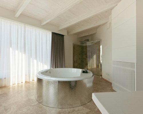 Pareti Bianche E Beige : Bagno con piastrelle beige e pareti bianche foto idee arredamento