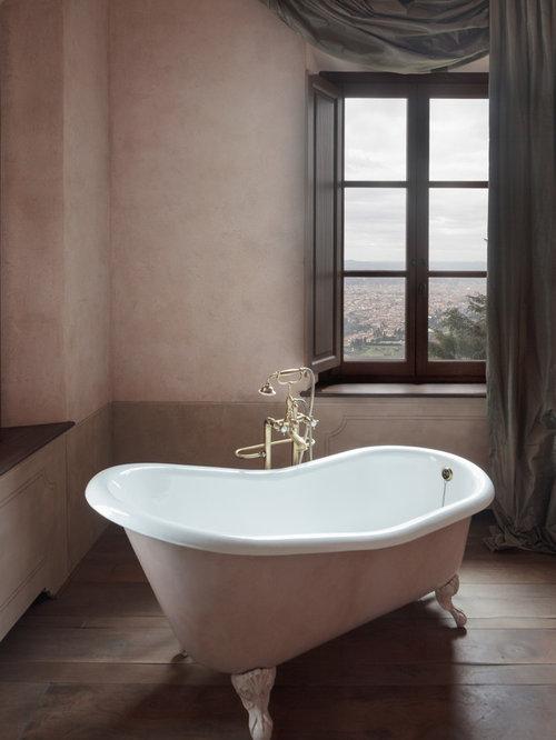 Bagno con pareti rosa foto idee arredamento - Vasca da bagno con piedi ...