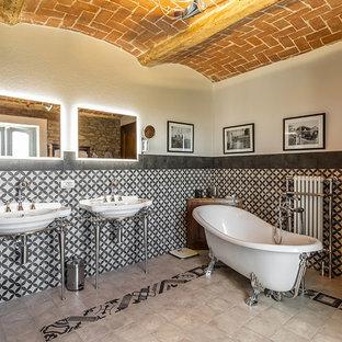 Idee per una stanza da bagno padronale stile shabby con vasca con piedi a zampa di leone