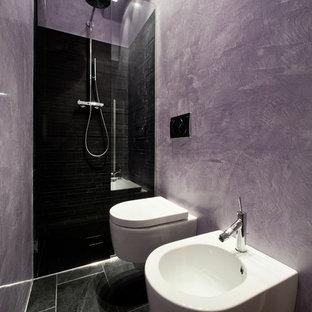 Ispirazione per una stanza da bagno design con doccia alcova e WC sospeso