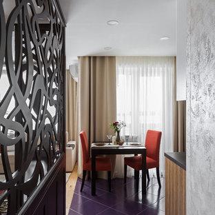Esempio di una piccola sala da pranzo aperta verso la cucina design con pavimento viola