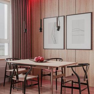 Modern inredning av en mellanstor matplats, med beige väggar, vinylgolv och beiget golv