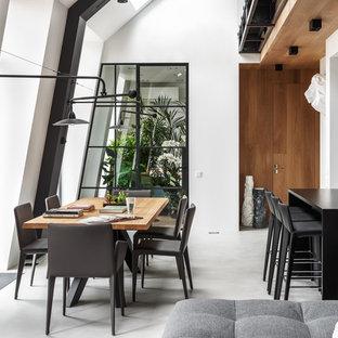 Новые идеи обустройства дома: гостиная-столовая среднего размера в современном стиле с белыми стенами, бетонным полом и серым полом