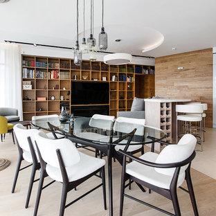 Неиссякаемый источник вдохновения для домашнего уюта: большая гостиная-столовая в современном стиле с светлым паркетным полом