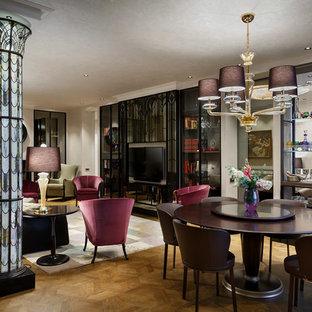 Новый формат декора квартиры: гостиная-столовая среднего размера с бежевыми стенами и паркетным полом среднего тона