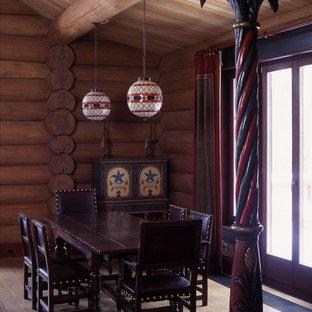 Inspiration pour une salle à manger ouverte sur le salon asiatique de taille moyenne avec un mur multicolore, un sol en bois clair, une cheminée double-face, un manteau de cheminée en carrelage et un sol beige.