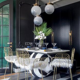 На фото: маленькая гостиная-столовая в современном стиле с разноцветными стенами, паркетным полом среднего тона и разноцветным полом без камина с