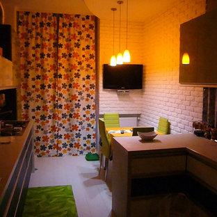 Ispirazione per una sala da pranzo aperta verso la cucina design di medie dimensioni con pavimento in laminato