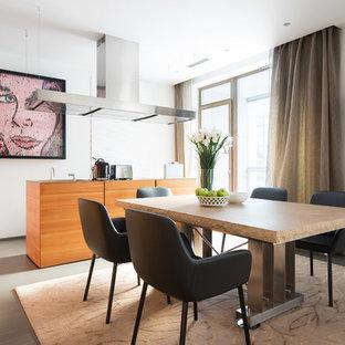 Выдающиеся фото от архитекторов и дизайнеров интерьера: кухня-столовая в современном стиле с белыми стенами, бетонным полом и серым полом