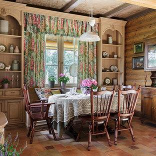 На фото: гостиная-столовая в стиле кантри с коричневыми стенами и коричневым полом