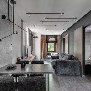 Свежая идея для дизайна: гостиная-столовая в современном стиле с черными стенами и серым полом - отличное фото интерьера