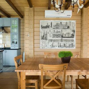 Удачное сочетание для дизайна помещения: столовая в стиле кантри с коричневыми стенами - самое интересное для вас