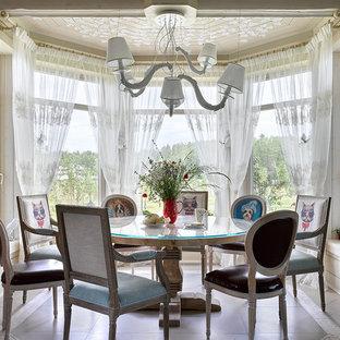 Источник вдохновения для домашнего уюта: столовая среднего размера в стиле фьюжн