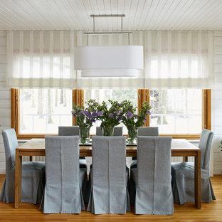 Неиссякаемый источник вдохновения для домашнего уюта: столовая в современном стиле с белыми стенами, паркетным полом среднего тона и коричневым полом