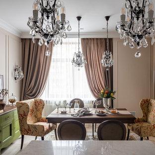 Пример оригинального дизайна: столовая в классическом стиле с бежевыми стенами и бежевым полом