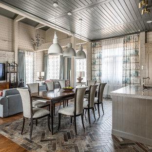 На фото: большая кухня-столовая в стиле неоклассика (современная классика) с серыми стенами, полом из керамической плитки и коричневым полом с