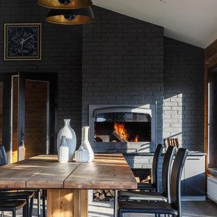 Diseño de comedor clásico renovado, de tamaño medio, con suelo gris, paredes negras y estufa de leña