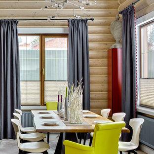 Свежая идея для дизайна: столовая в стиле кантри с бежевыми стенами, светлым паркетным полом и бежевым полом - отличное фото интерьера