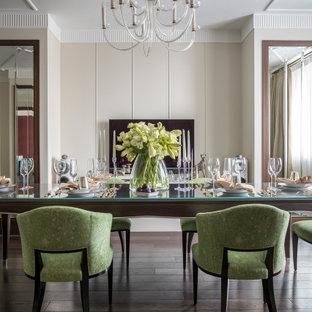 На фото: столовая в стиле современная классика с темным паркетным полом, коричневым полом и бежевыми стенами с