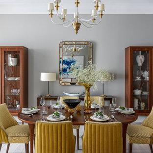 На фото: большая столовая в стиле неоклассика (современная классика) с серыми стенами и черным полом