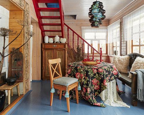 Sala da pranzo in campagna con pavimento in legno verniciato - Foto ...