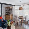 Проект недели: Дом «наизнанку» — с гонтом на потолке гостиной