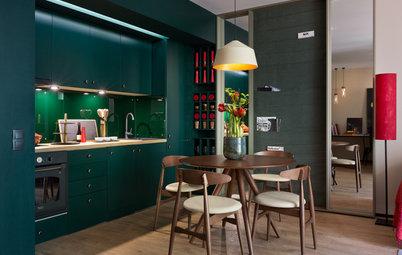 Houzz Украина: Зеленая квартира со стеной для журналов