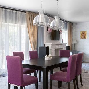 Пример оригинального дизайна: гостиная-столовая в классическом стиле с бежевым полом