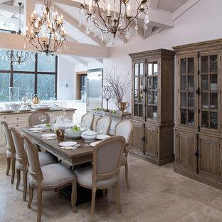 Новые идеи обустройства дома: отдельная столовая в стиле кантри с серыми стенами и бежевым полом