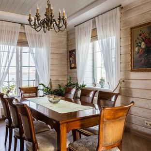 Выдающиеся фото от архитекторов и дизайнеров интерьера: большая столовая в классическом стиле с бежевыми стенами и коричневым полом