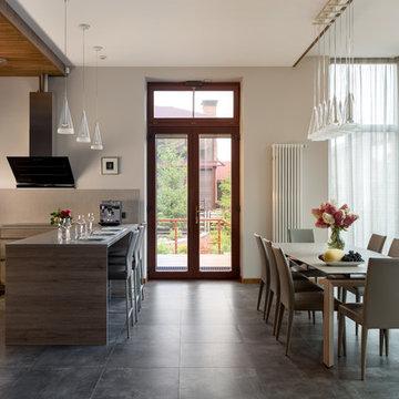 Кухня-столовая  загородного дома в Ла Променад 2