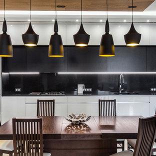 Неиссякаемый источник вдохновения для домашнего уюта: кухня-столовая в современном стиле с бежевым полом и белыми стенами