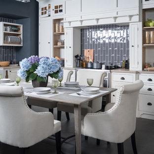 Идея дизайна: отдельная столовая в классическом стиле с серыми стенами и серым полом
