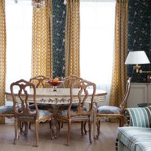 На фото: гостиная-столовая в стиле современная классика с зелеными стенами, светлым паркетным полом и бежевым полом с