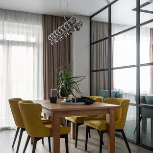 Стильный дизайн: кухня-столовая среднего размера в современном стиле с серыми стенами и серым полом - последний тренд